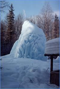 Ледяной фонтан Зюраткуля
